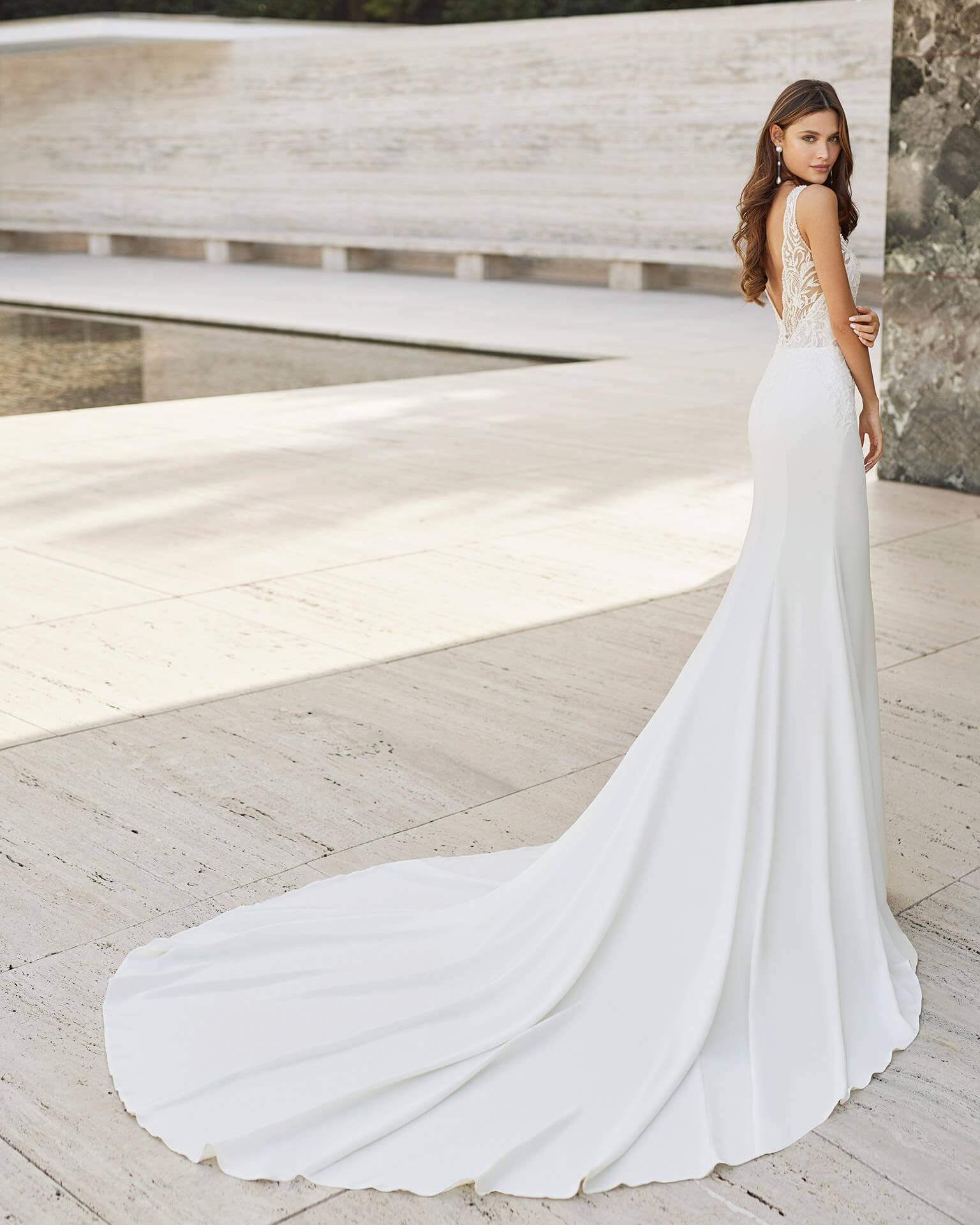 Brautkleid Fit & Flare leicht fließende Brautmode